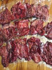 หมูรมควัน 1 Kg มีทั้งแบบ เนื้อหมูล้วน และแบบติดมัน